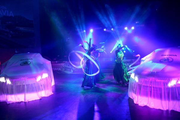 Танцы с лентами на  VIP презентации новой ŠKODA Octavia.