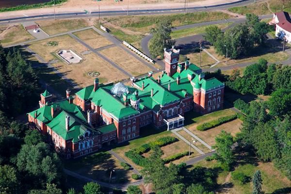 Шереметьевский замок видд сверху
