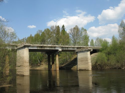 Мост через реку фото